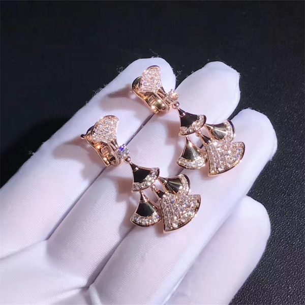 Bvlgari DIVAS' DREAM earrings in 18 kt rose gold set with a diamond and pavé diamonds