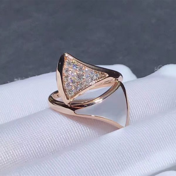 Bvlgari DIVAS' DREAM ring in 18 kt rose gold, set with mother-of-pearl and pavé diamonds