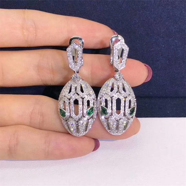 Bvlgari Serpenti earrings in 18 kt white gold, set with emerald eyes and full pavé diamonds
