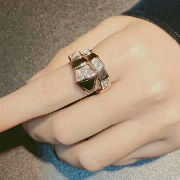 Bvlgari Serpenti one-coil ring in 18 kt rose gold, set with black onyx elements and demi pavé diamonds