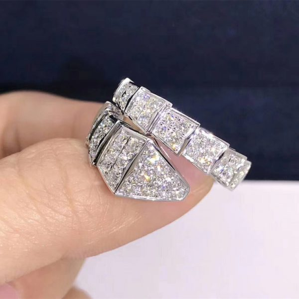 Bvlgari Serpenti one-coil ring in 18 kt white gold, set with full pavé diamonds