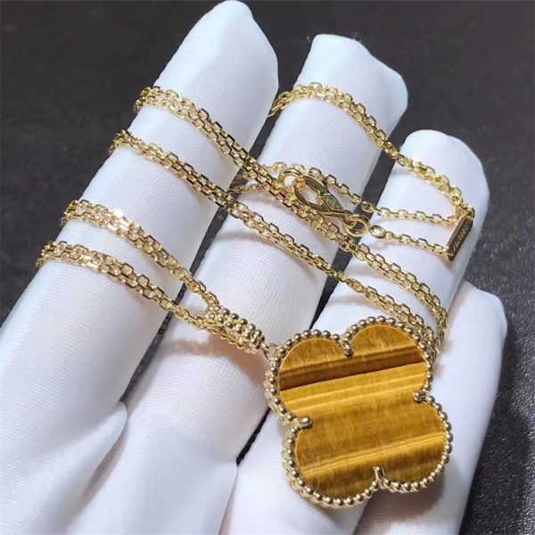 Van Cleef & Arpels Magic Alhambra long necklace 1 motif, yellow gold, tiger's eye.